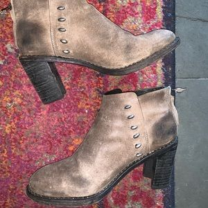 Rag & Bone unique tan distressed leather booties.